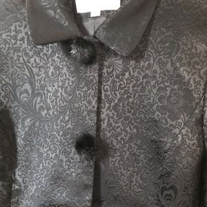 Tahari suit with fur buttons (10) N w/o T